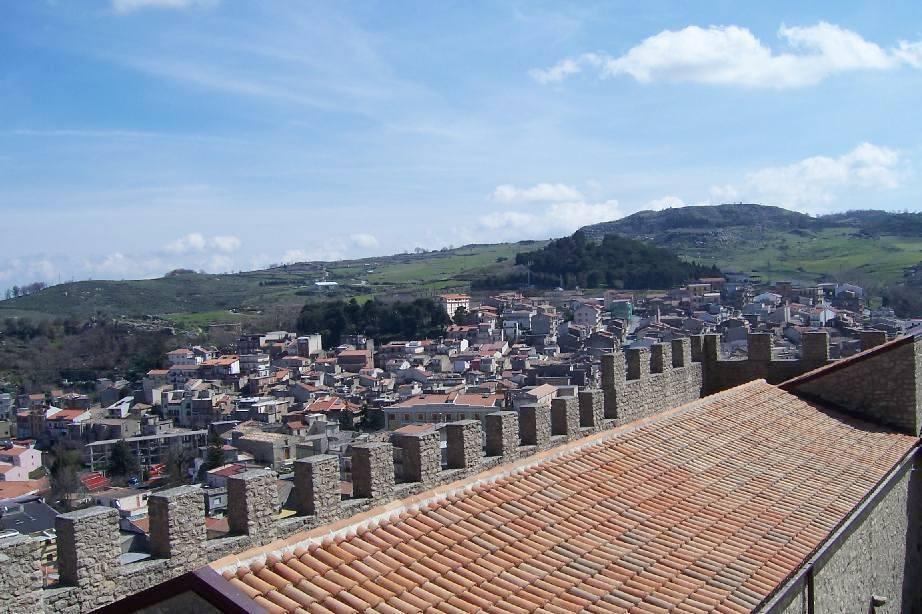 ... della Sicilia a ovest del Borgo medievale di Montalbano Elicona